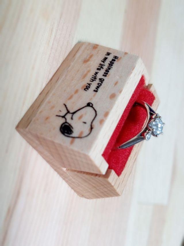 スヌーピーたちが秘密の会話で笑ってる姿をイメージした指輪です