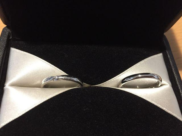 購入した結婚指輪です。右が旦那、左が私です。