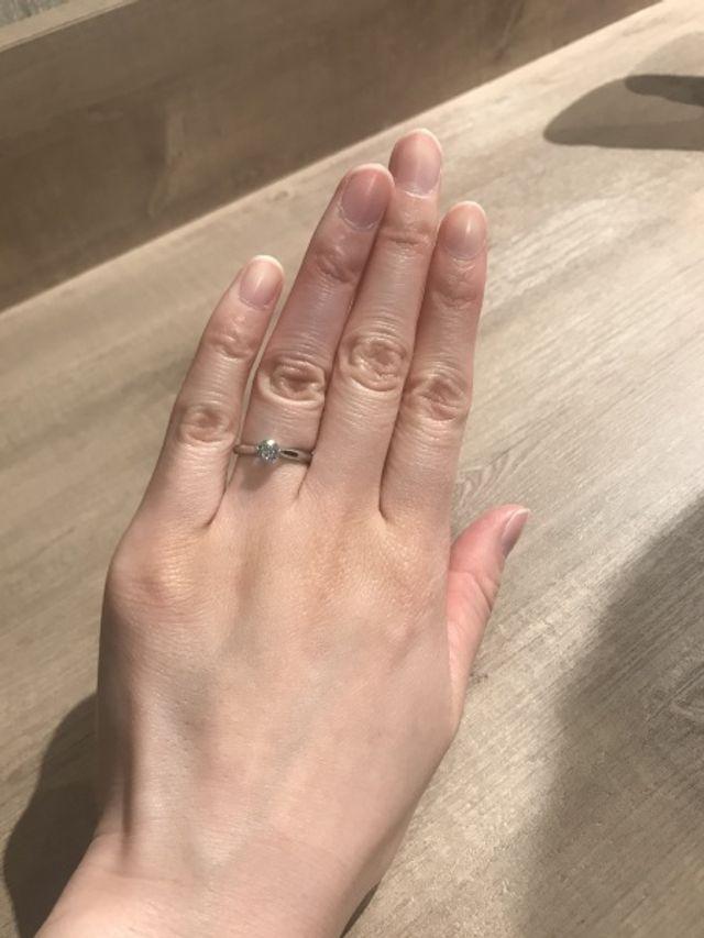 シンプルな一粒ダイヤで、ストレートタイプのものにしました。