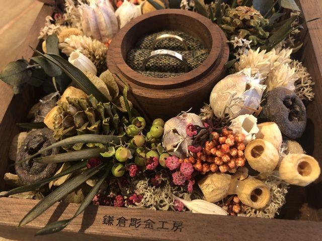 鎌倉彫金工房の素敵な箱に入れて撮影しました。