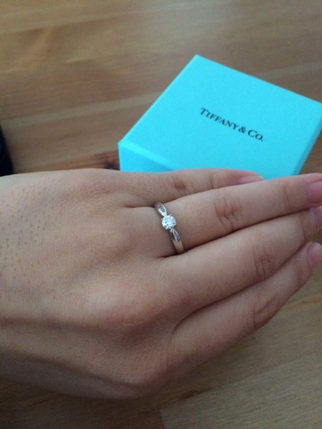シンプルなので、結婚指輪との重ね付けにも◎