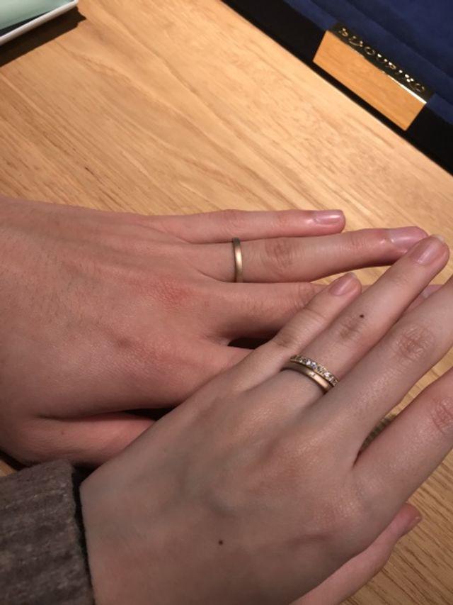 手前:妻3号 奥:夫13号 婚約指輪と重ねての撮影