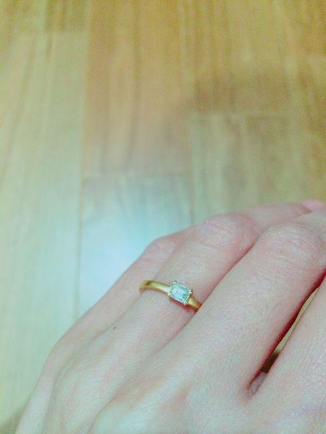 エメラルドカットの婚約指輪