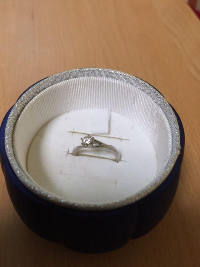 初桜の婚約指輪です。結婚指輪とペアリングになります。
