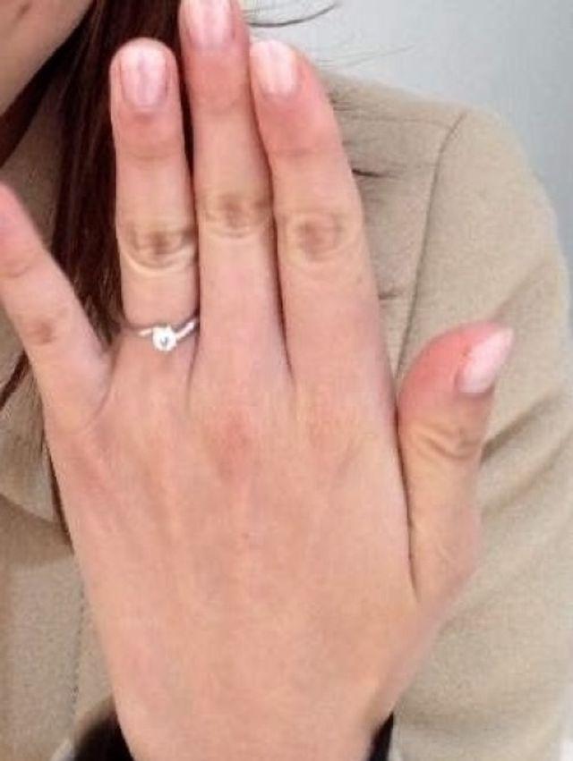 指にはめた際の写真です