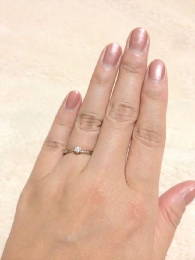 0.1ctの小さめのダイヤです