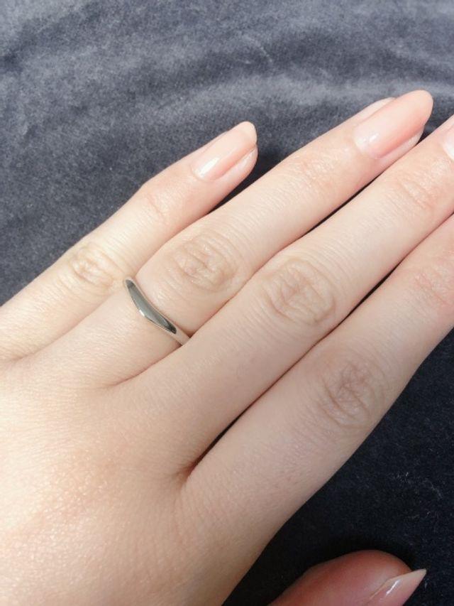 シンプルで指輪自体も華奢なので家事をする時も気になりません。