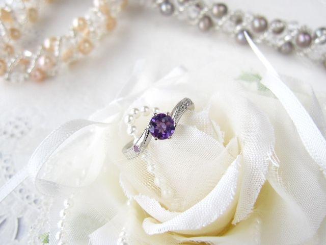 彼女の誕生石のアメジストをメインにした婚約指輪です。