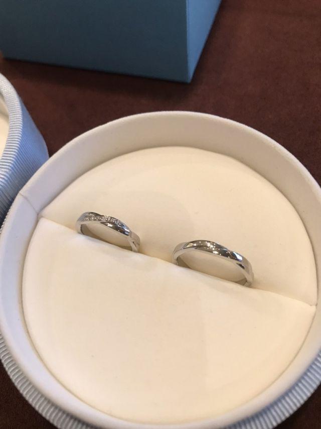 指輪が出来上がり、受け取った直後の写真です。
