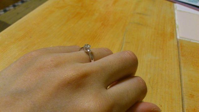 婚約指輪受け取り記念に撮影