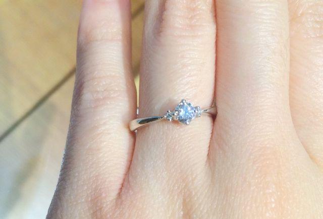 立て爪の婚約指輪