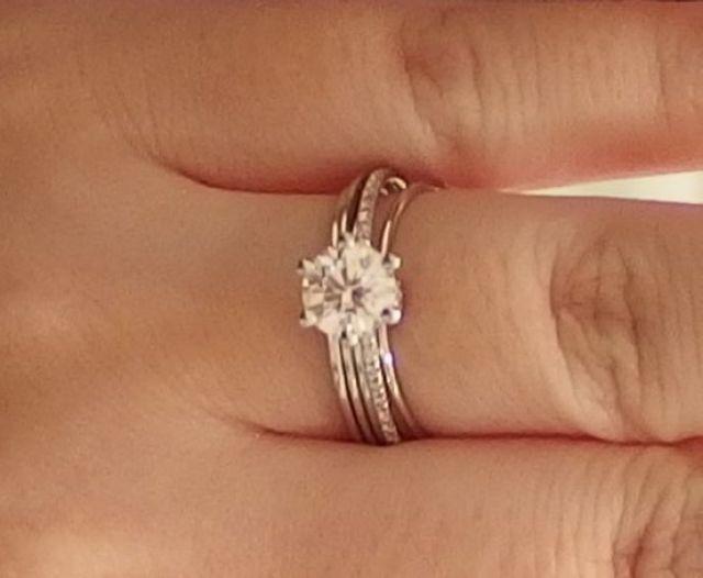豪華な婚約指輪