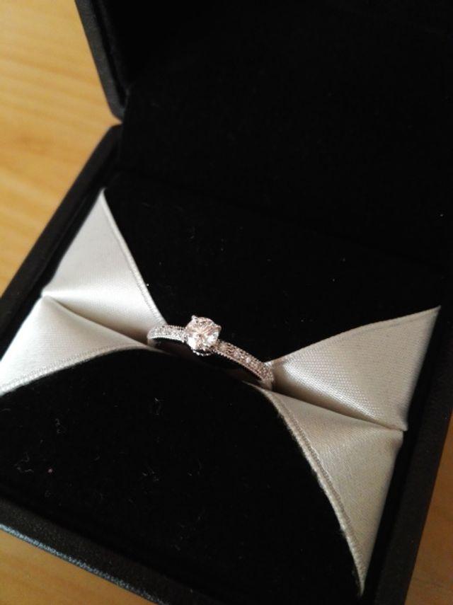 お気に入りの婚約指輪です