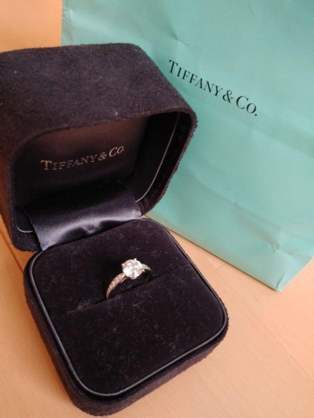 ティファニーの婚約指輪です。 ジャストカラットです。