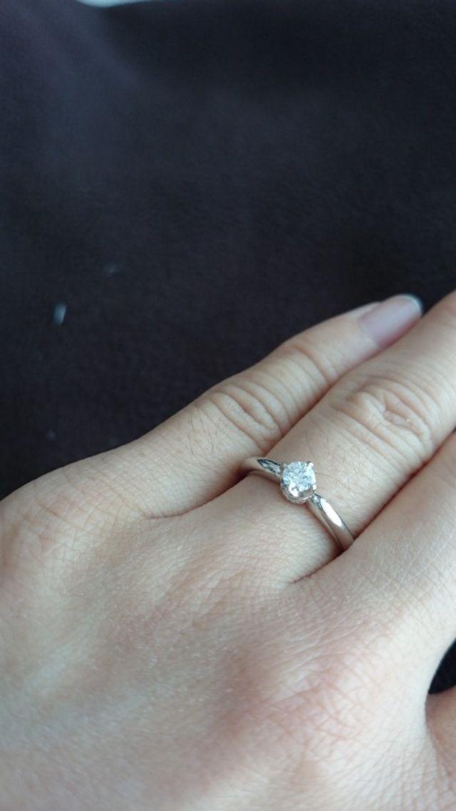 指輪装着時の写真です。