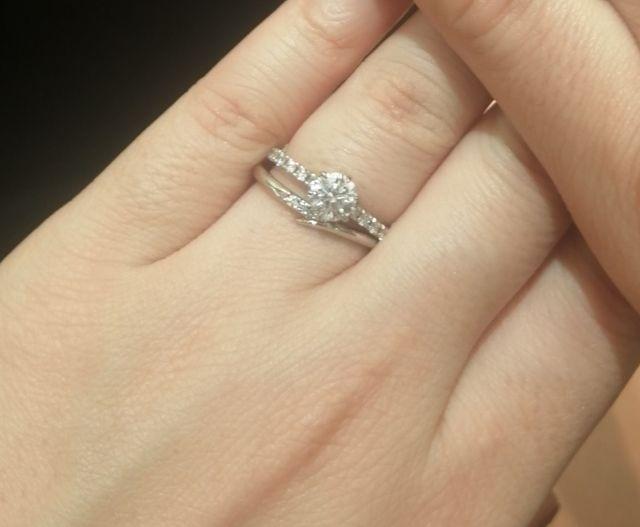 指がキレイにみえる指輪