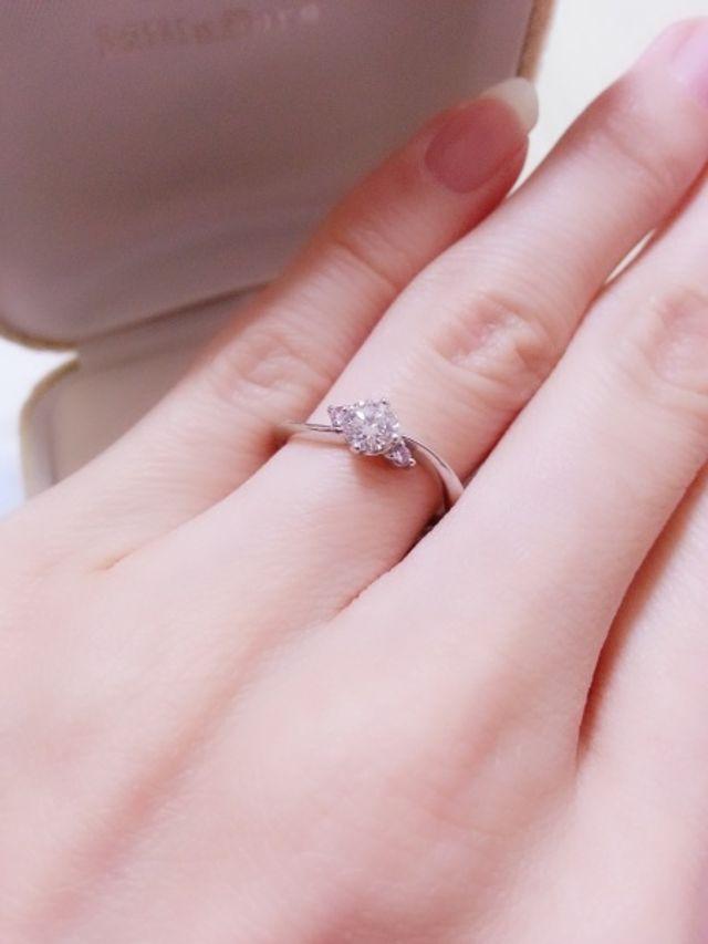 婚約指輪として購入しました。