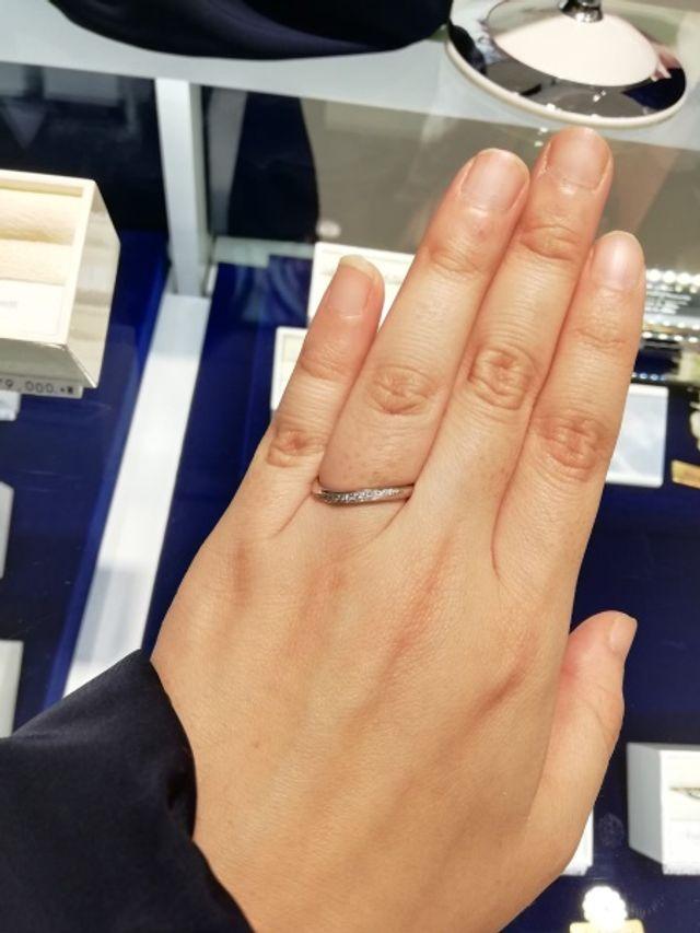 ダイア入りの結婚指輪を選びました!
