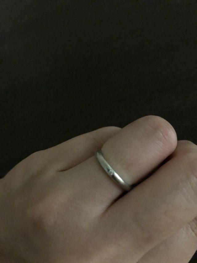 シンプルなデザインが良くダイヤモンドを1つ入れてもらいました