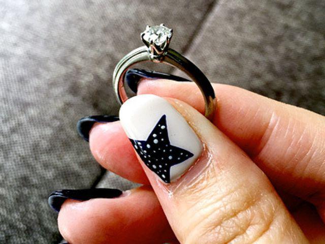 伝統あるティファニーセッティングの婚約指輪です。