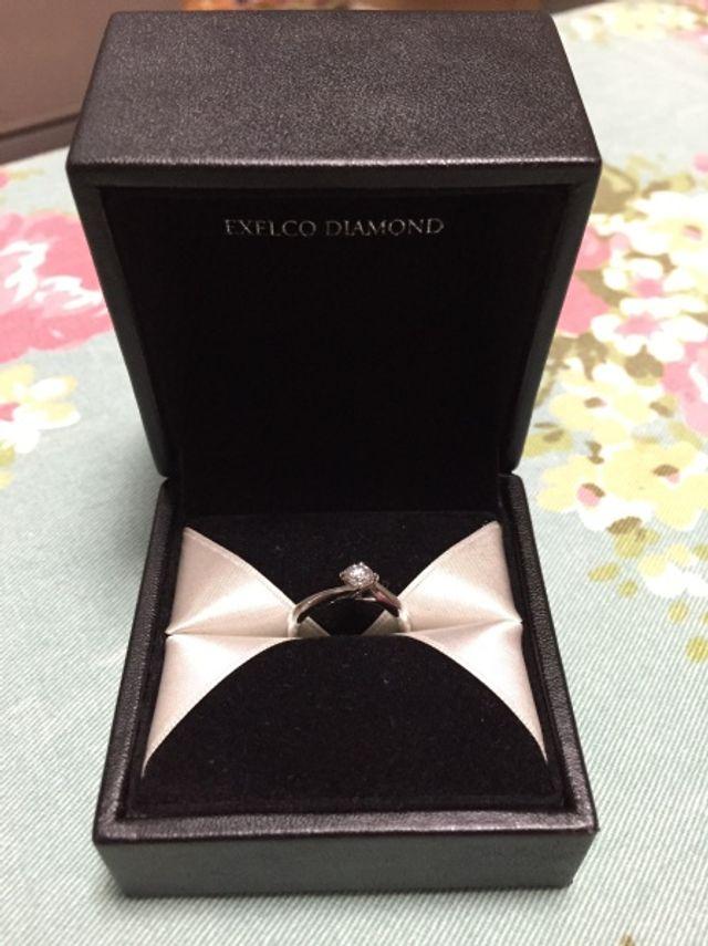 結婚指輪、箱入り