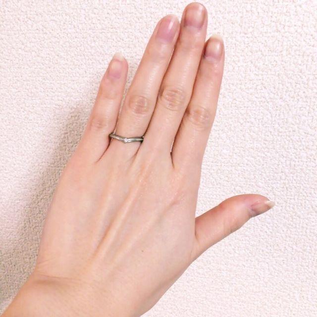 V字になっているので指が長く見えて嬉しい