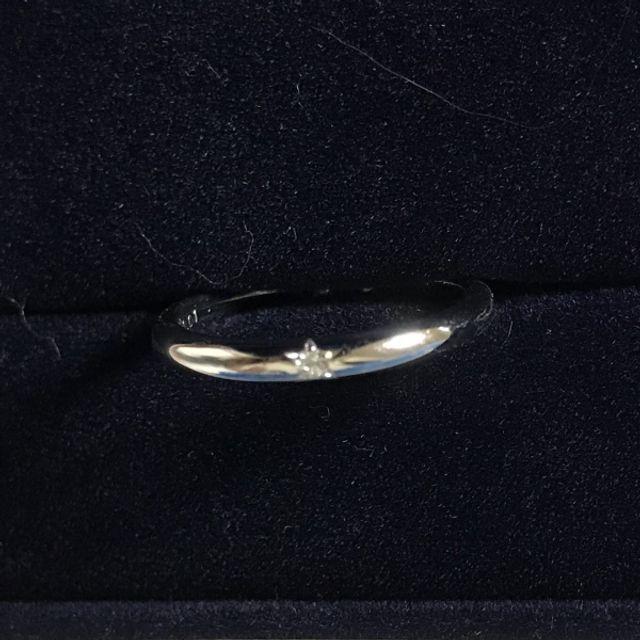外側の一粒ダイヤの切り込みが、よく見ると星型でかわいいです。
