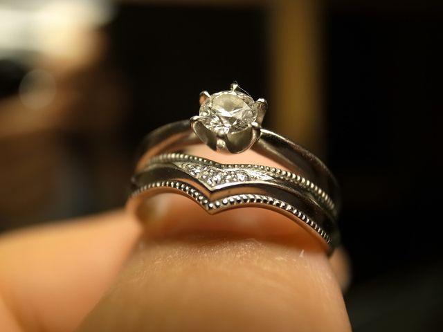 婚約指輪のダイヤとカーブを合わせて重ね付できるようにしました