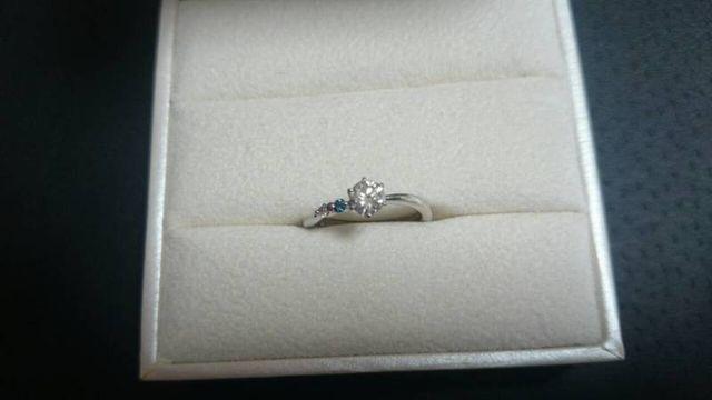 婚約指輪の写真
