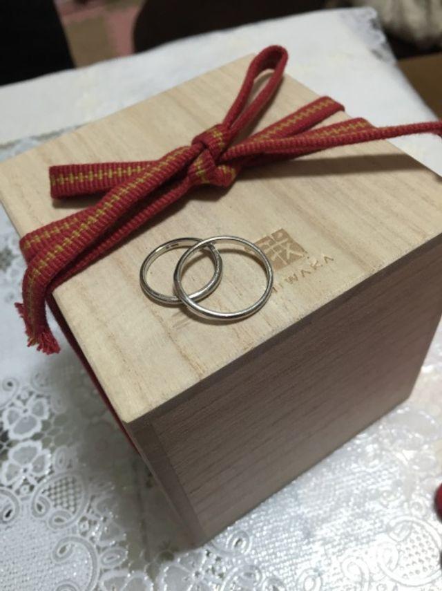 意味のある結び目の紐の付いた桐箱