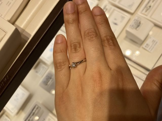 こちらは婚約指輪のみ。
