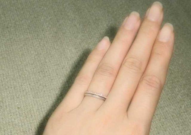 現在は結婚指輪と重ね付け
