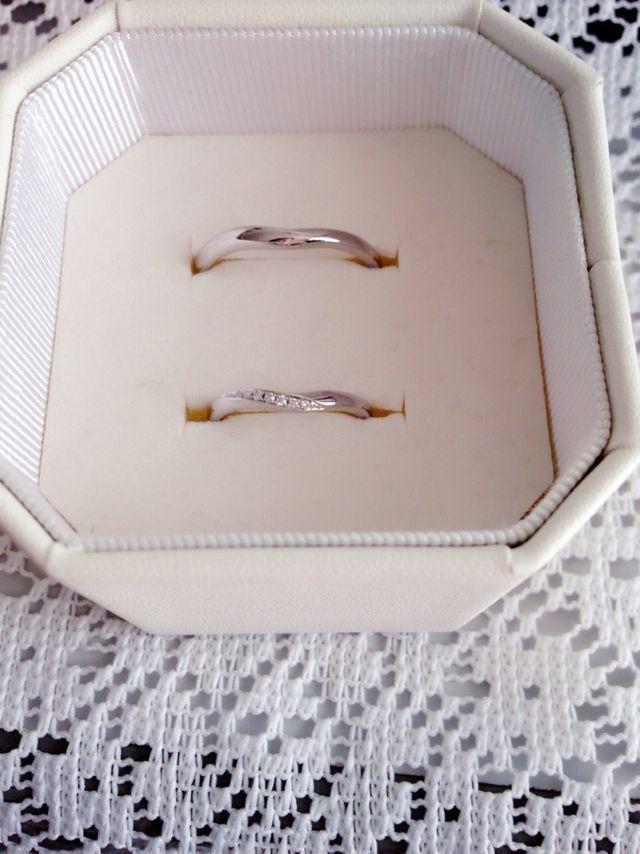 リングケースの蓋はガラス製で名前や日付を入れられる