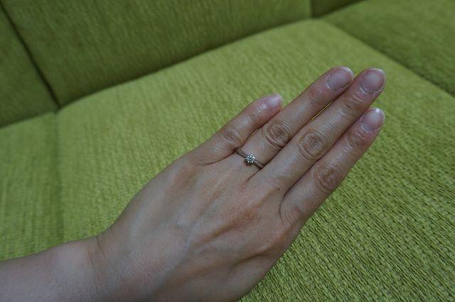 シンプルな婚約指輪