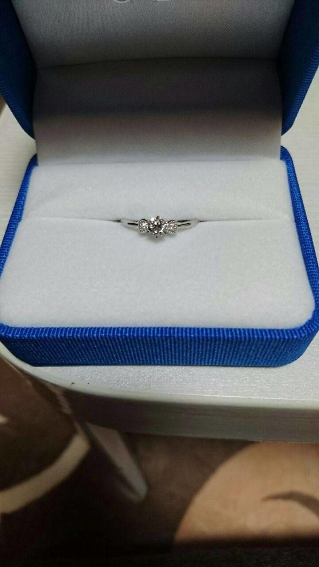 ジュエリーガラの婚約指輪です。