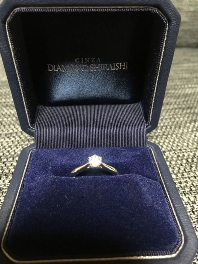 ダイヤを目立たせたかったのでシンプルで指がキレイに見えるもの