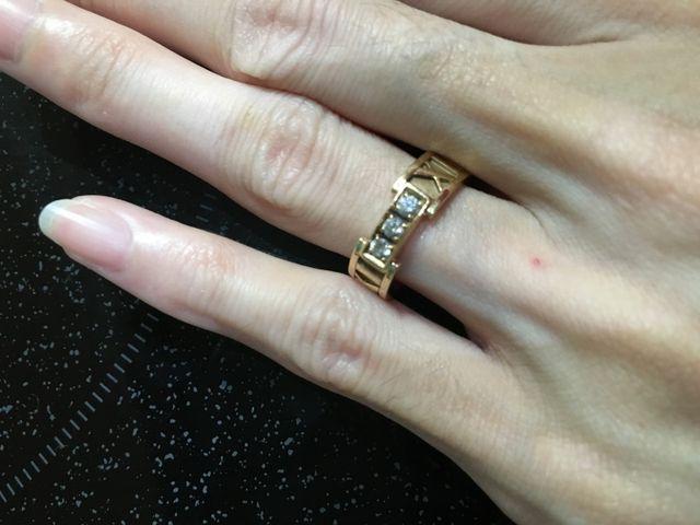 ローズゴールドで色白の指に似合います。