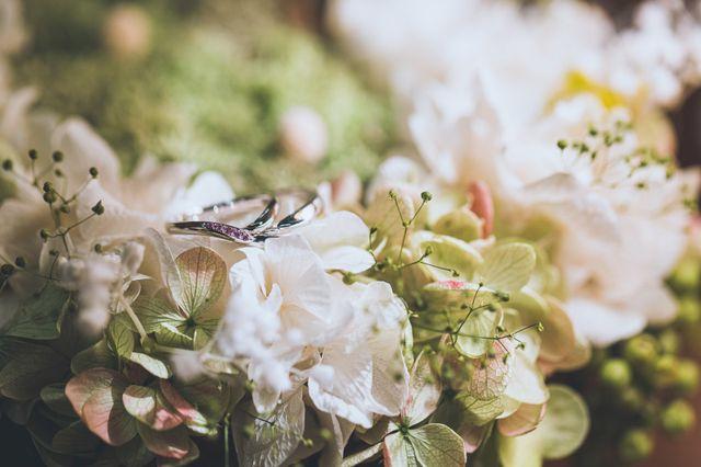 前撮りにてリングピローと一緒に結婚指輪を撮影してもらいました