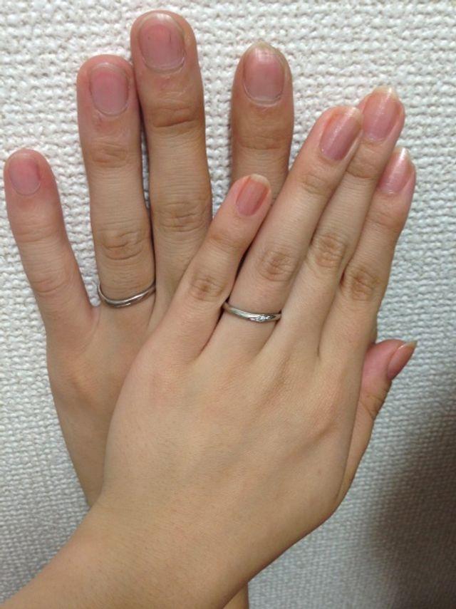 右が女性用です。ウエーブになっているので指にフィットします。