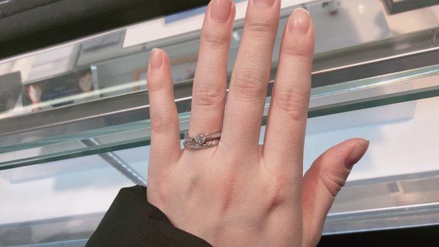 結婚指輪と婚約指輪の重ね付けで撮りました!!とてもよかった!