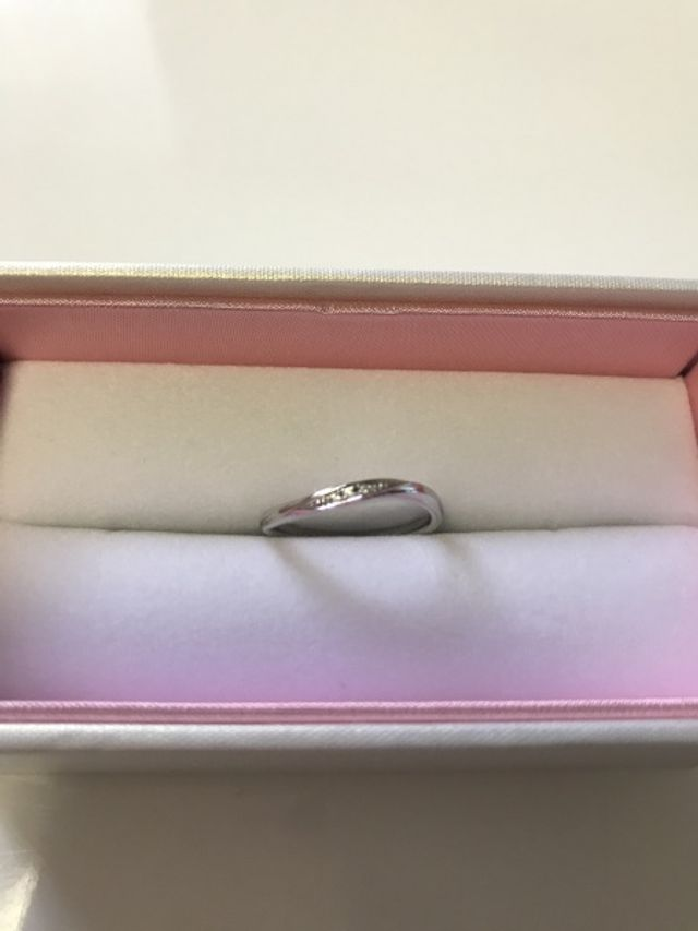 ペアで選んだ結婚指輪の女性用の物です。