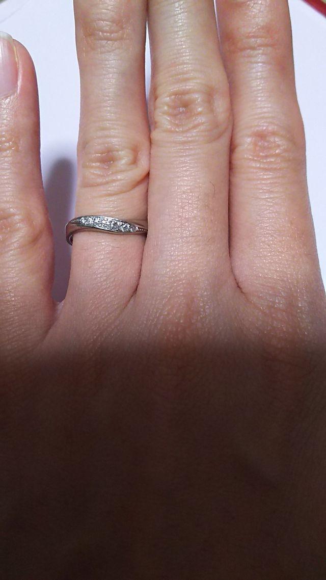 ダイヤが7粒入っています。