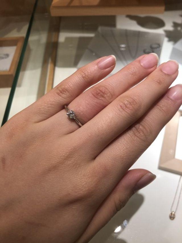 とても素敵な0.3カラットの婚約指輪でした♪