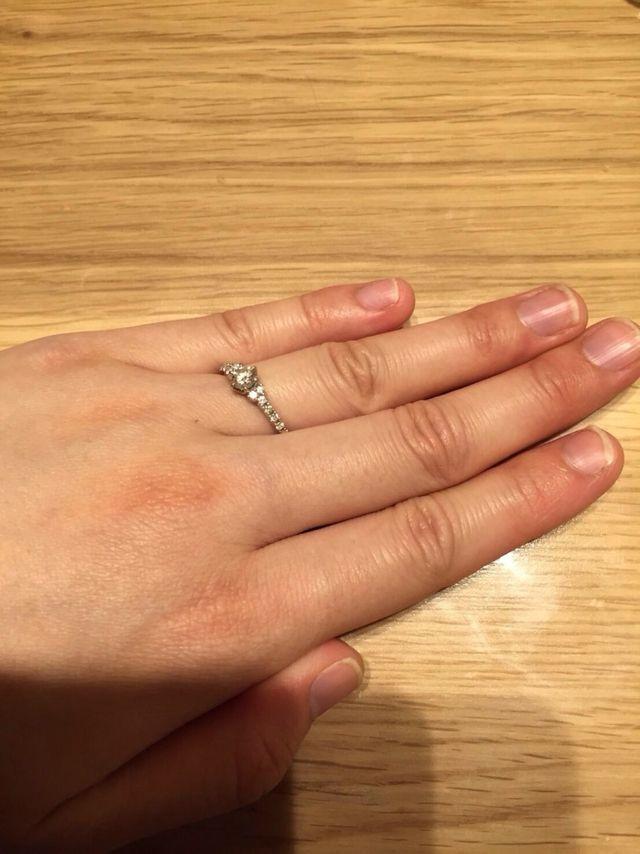 婚約指輪を購入しました。エタニティリングです。