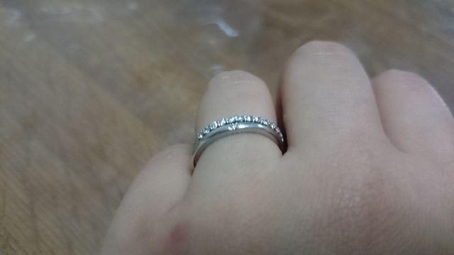 普段は結婚指輪と重ね付けしています。
