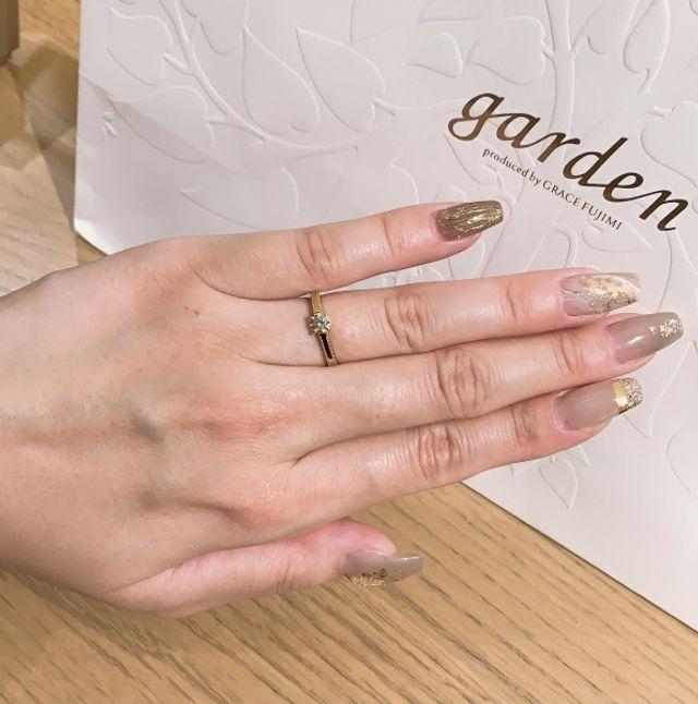 婚約指輪の着用写真