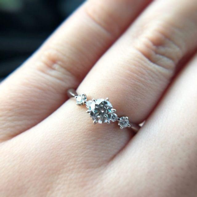 ダイヤは0.41カラットです。