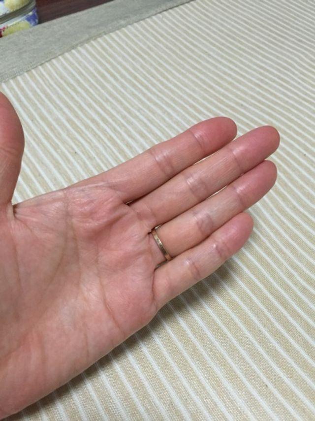 ピンクゴールドの指輪です。