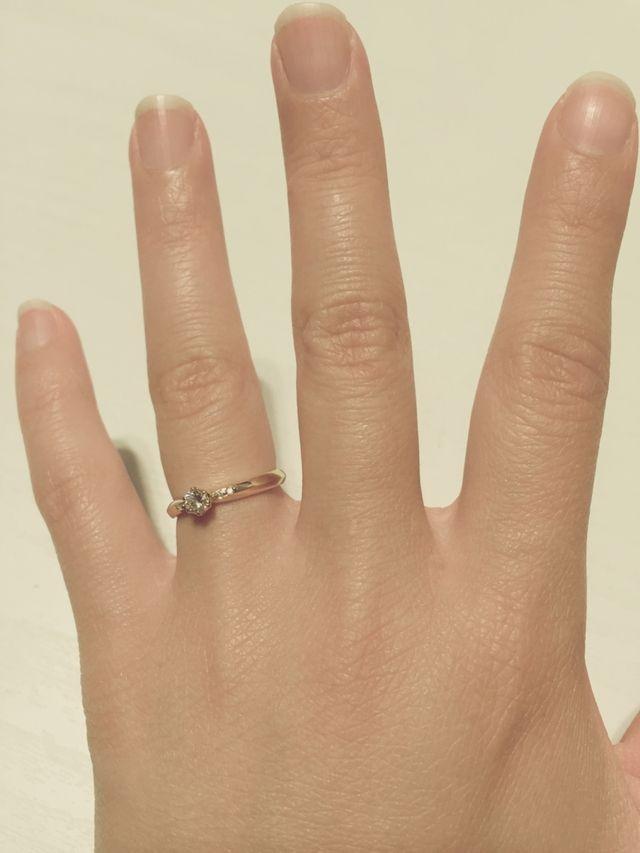 ダイアがインパクトのある指輪です。