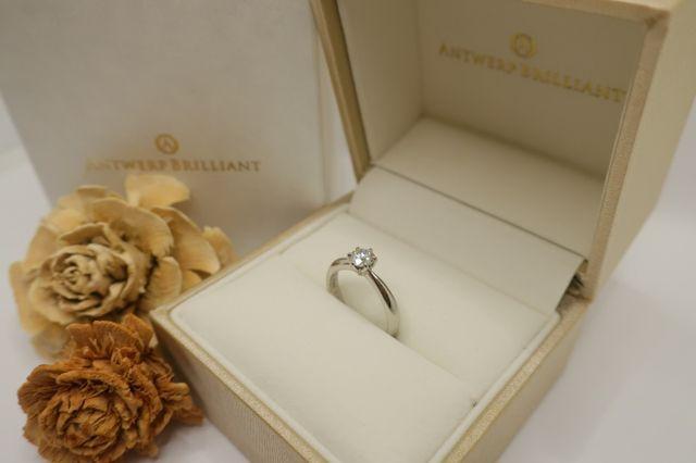 シンプルで思い描いていた婚約指輪の1番の理想形でした。